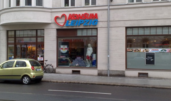 Konsum und RB Leipzig - eine Wirtschaftsbeziehung, die über den Verkauf von Dosen kaum hinaus geht.