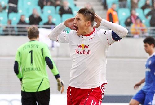 Daniel Frahn im Spiel gegen Holstein Kiel - Ein Torjubel, den man eine ganze Weile im Ohr hatte | © GEPA pictures/ Sven Sonntag