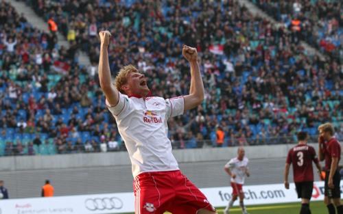 Ein seltenes Bild: Fabian Franke beim Torjubel für RB Leipzig | © GEPA pictures/ Roger Petzsche