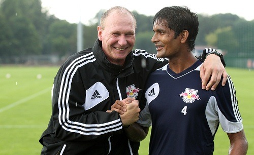 This is the beginning of a very beautiful friendship? - Subrata Pal und RB-Torwarttrainer Perry Bräutigam | © GEPA pictures/ Roger Petzsche