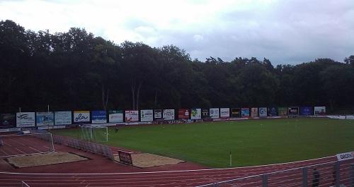 Schön war es auf den Fußballplätzen der Republik: hier das Neustrelitzer Berg- äh Werbepanorama | Foto: rotebrauseblogger