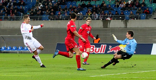 Gekommen, um (wieder einmal) das 1:0 zu schießen - Daniel Frahn kurz bevor das Spiel praktisch schon entschieden ist | GEPA-Pictures – Roger Petzsche