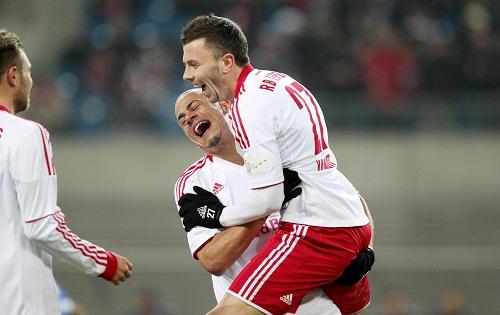 Endlich wieder was zu lachen - Carsten Kammlott freut sich über seinen Treffer mit Vorbereiter Thiago Rockenbach | GEPA-Pictures – Roger Petzsche