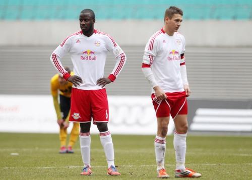 Gesichter voller Ratlosigkeit nach dem Spiel von RB Leipzig gegen den VFC Plauen - Daniel Frahn und Jeremy Karikari | GEPA-Pictures - Sven Sonntag