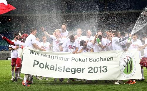 Der Sekt, er möge fließen in Strömen - RB Leipzig feiert den Sachsenpokal-Sieg | GEPA-Pictures - Sven Sonntag