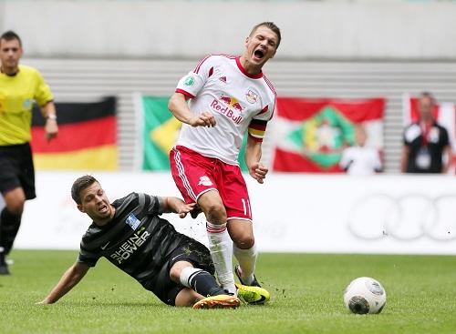Bild mit Symbolcharakter - Auf die Socken gab es bei RB Leipzig gegen den MSV Duisburg häufiger, hier trifft es Daniel Frahn | GEPA Pictures - Sven Sonntag