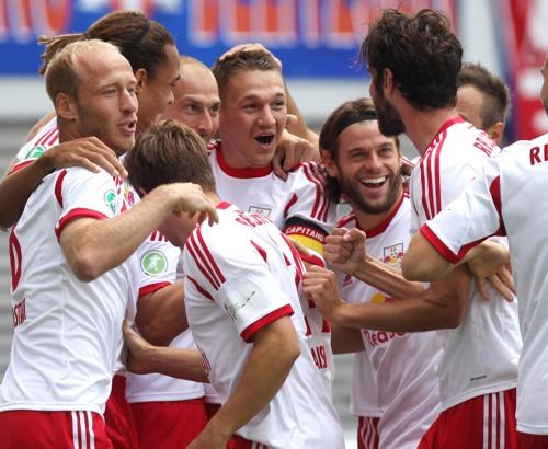 Ausgelassen-staunende Freude - RB Leipzig nach dem schnellsten Tor der Drittligageschichte | GEPA Pictures - Kerstin Kummer