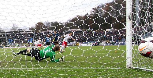 Der finale Weg ins Glück - Tobias Willers mit dem 3:2 beim 1.FC Saarbrücken | GEPA Pictures - Roger Petzsche