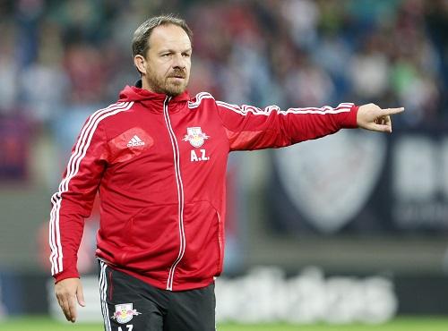 Auch mit veränderten Anweisungen erfolgreich - Alexander Zorniger beim aktiven Coaching | GEPA Pictures - Roger Petzsche