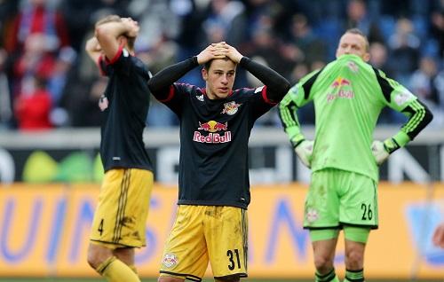 Am Ende blieb nur die eine Emotion: Fassungslosigkeit - RB Leipzig nach der Niederlage in letzter Minute beim MSV Duisburg | GEPA Pictures - Roger Petzsche