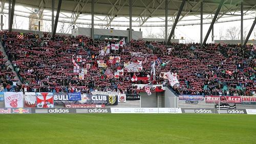 Anflüge von Aufstiegseuphorie - Der Fanblock von RB Leipzig schon vor dem Spiel gegen den SV Wehen Wiesbaden in guter Laune | GEPA Pictures - Roger Petzsche