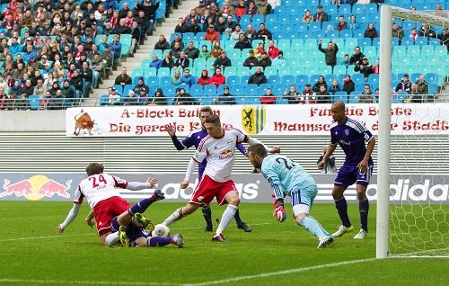 Der entscheidende Unterschied in einem tollen Spiel mit vielen vergebenen Chancen - Daniel Frahn netzt für RB Leipzig gegen den VfL Osnabrück ein | GEPA Pictures - Roger Petzsche