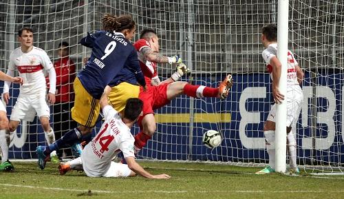 Und rein ins Glück - Yussuf Poulsen netzt zum 2:0 und damit zur Vorentscheidung gegen den VfB Stuttgart II | GEPA Pictures - Roger Petzsche