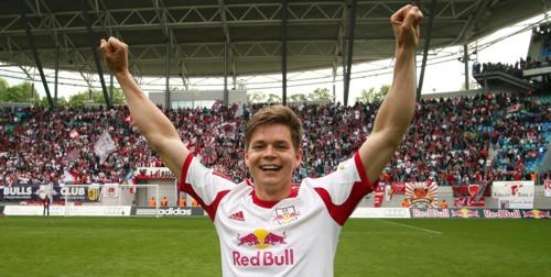 Am Ende einer langen Saison viel zum Bejubeln - Dominik Kaiser, der wahrscheinlich beste Spieler der dritten Liga 2013/2014 | GEPA Pictures - Kerstin Kummer