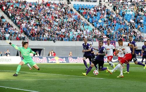 Der Kapitän, wie man ihn kennt und schätzt - Daniel Frahn mit seinem ersten Tor in der zweiten Liga zum entscheidenden 1:0 gegen Erzgebirge Aue | GEPA Pictures - Sven Sonntag