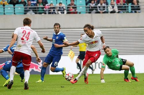 Wieder mal der Matchwinner - Yussuf Poulsen schiebt zum zu seinem zweiten Tor und zum damit zum 3:1-Endstand gegen Braunschweig ein | GEPA Pictures - Roger Petzsche
