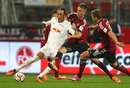 Meist gut zugestellt, konnte sich Yussuf Poulsen wie seine Mannschaftskollegen nicht so recht in Szene setzen | GEPA Pictures/ Citypress24