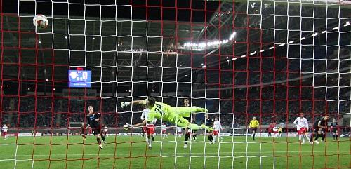 Und rein ins Vergnügen - Mal wieder macht Yussuf Poulsen mit seinem herrlichen Tor zum 1:0 gegen den TSV 1860 München den Unterschied | GEPA Pictures - Roger Petzsche