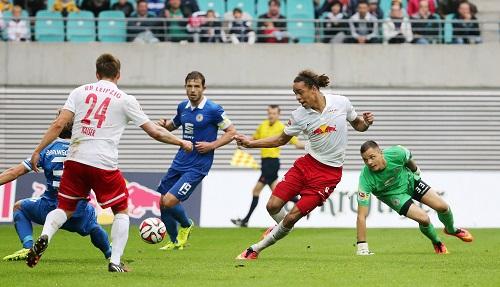 Eines der besten Spiele der bisherigen Saison - RB Leipzig besiegt Eintracht Braunschweig mit 3:1  GEPA Pictures - Roger Petzsche