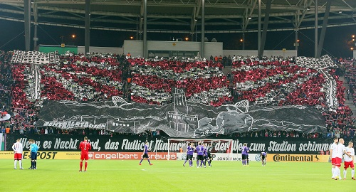 Die wahrscheinlich größte Party der Hinrunde - Die Fans vor dem DFB-Pokalspiel gegen Erzgebirge Aue   GEPA Pictures - Sven Sonntag
