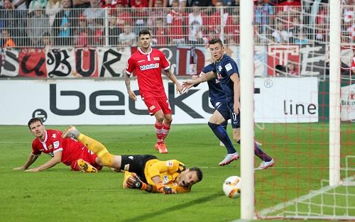 Und dann ist er doch noch drin - Nils Quaschner und Michael Parensen erzielen in einer Co-Produktion das 1:1 für RB Leipzig beim 1.FC Union Berlin | GEPA Pictures - Roger Petzsche