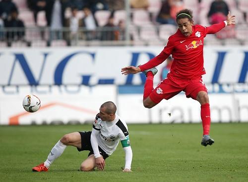 Viele Zweikämpfe in einem umkämpften Spiel zwischen Sandhausen und Leipzig - Am Ende waren die Gäste obenauf | GEPA Pictures - Roger Petzsche