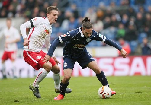 Stefan Ilsanker geht auch zukünftig den RB-Gegnern mit seiner Spielweise auf die Nerven. | GEPA Pictures - Roger Petzsche