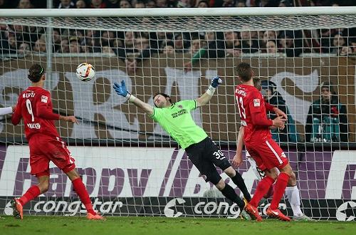 Wenn mal ein Ball durchkam, war an Robin Himmelmann kein Vorbeikommen - RB Leipzig verzweifelt beim FC St. Pauli an der Chancenverwertung | GEPA Pictures - Roger Petzsche