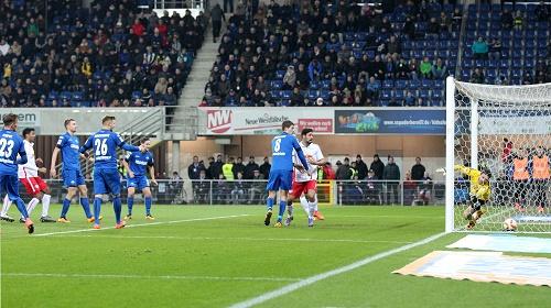 Ein lichter Moment reicht für drei Punkte - Natürlich ein Standard bringt das 1:0 von RB Leipzig beim SC Paderborn | GEPA Pictures - Roger Petzsche