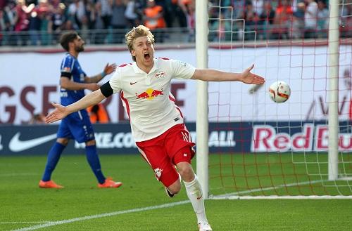 Hallo Aufstieg, ich komme - Emil Forsberg dreht nach dem Treffer zum 1:0 gegen den Karlsruher SC jubelnd ab | GEPA Pictures - Roger Petzsche