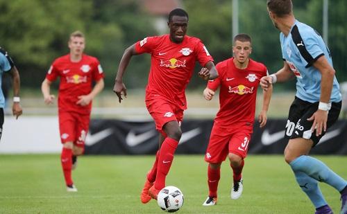 Konnte in der ersten Halbzeit einen 0:2-Rückstand nicht verhindern - Talent Agyemang Diawusie gegen den SD Eibar | GEPA Pictures - Andreas Pranter