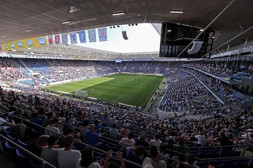 Hoffenheim gegen Leipzig. Ein paar freie Plätze im Stadion, viele Zuschauer vor dem TV. Simon Hofmann/Bongarts/Getty Images