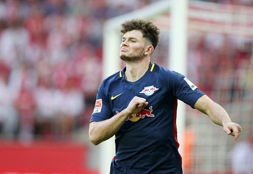 """""""Deutscher Meister wird nur der RBL."""" Oliver Burkes erstes deutsches Fanlied. Foto: GEPA Pictures - Roger Petzsche"""