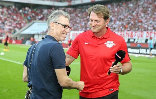 Die entspannte Ebene zwischen Köln und Leipzig - Peter Stöger und Ralph Hasenhüttl haben es gut miteinander und können mit dem Unentschieden gut leben. | GEPA Pictures - Roger Petzsche
