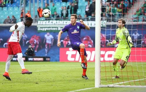 Die vermeintliche Entscheidung: Naby Keita erzielt aus Nahdistanz das 2:0 | GEPA Pictures - Kerstin Kummer