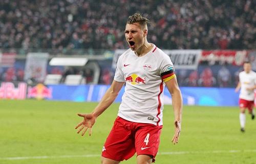 Willi Orban trug schon letzte Saison oft die Kapitänsbinde und hätte sie kommende Saison gern dauerhaft. | GEPA Pictures - Roger Petzsche