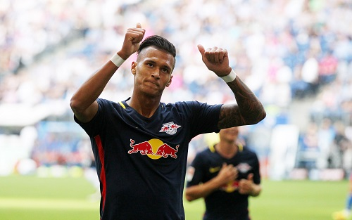 Davie Selke hat diese Saison bei RB Leipzig wenig zu feiern. | GEPA Pictures - Roger Petzsche