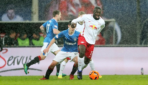 Erstes Spiel nach seiner Verpflichtung. Dayot Upamecano darf gegen die Glasgow Rangers sein Können demonstrieren. | GEPA Pictures - Roger Petzsche