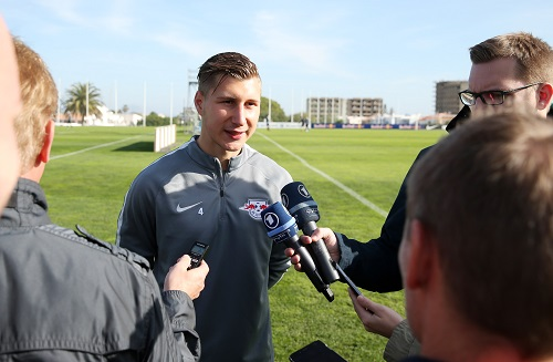 Willi Orban darf bei der Partie gegen Leverkusen höchstens mit der Presse spielen. | GEPA Pictures - Roger Petzsche