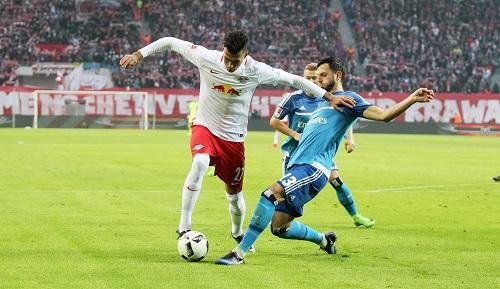 Zu selten ein Durchkommen auch für Davie Selke gegen den HSV. | GEPA Pictures - Roger Petzsche