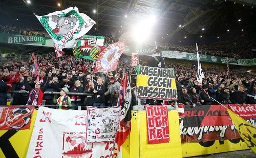 RB-Fans in Dortmund mit hübscher Optik, aber ätzender An- und Abreise. | GEPA Pictures - Roger Petzsche