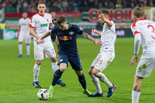 Marcel Sabitzer hatte einen schweren Stand gegen eine vielbeinige Augsburg-Defensive. | GEPA Pictures - Markus Fischer