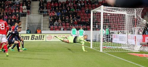 Die vermeintliche Vorentscheidung. Timo Werner erzielt das 2:0 in Mainz. | GEPA Pictures - Roger Petzsche