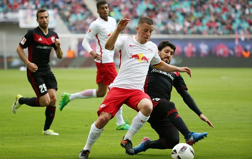 Viel Aufregung, viele Zweikämpfe, wenig Fußball. Leipzig und Ingolstadt trennen sich 0:0 | GEPA Pictures - Roger Petzsche