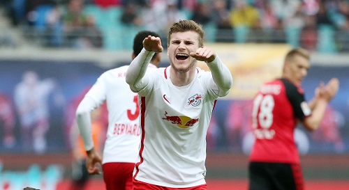 Timo Werner bejubelt seinen Treffer gegen Freiburg und den nächsten Schritt Richtung Champions League. | GEPA Pictures - Roger Petzsche