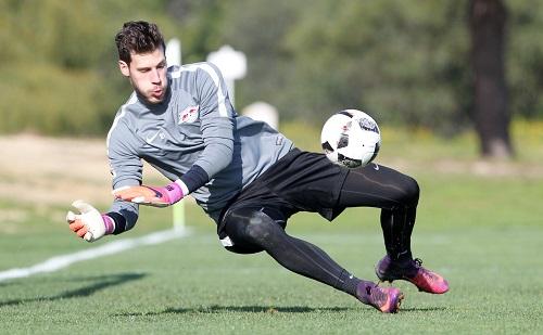 Hechtet Marius Müller nach nur einem Jahr demnächst schon wieder für einen anderen Verein nach Fußbällen. | GEPA Pictures - Roger Petzsche