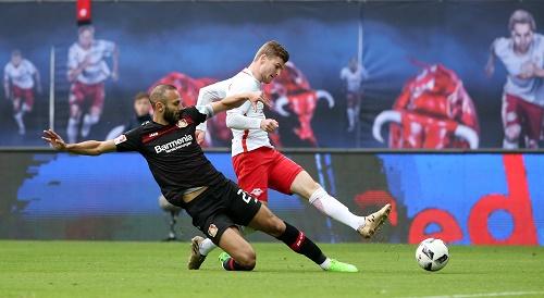 Umkämpft, spektakulär und erfolgreich. RB Leipzig mit spätem Sieg gegen Bayer Leverkusen. | GEPA Pictures - Roger Petzsche