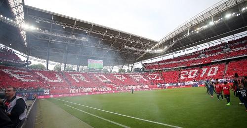 Spektakulär war es auch schon vor dem Spiel. | GEPA Pictures - Roger Petzsche