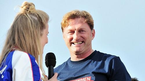 Nach dem Spiel konnte auch Ralph Hasenhüttl wieder lachen. | Foto: Dirk Hofmeister