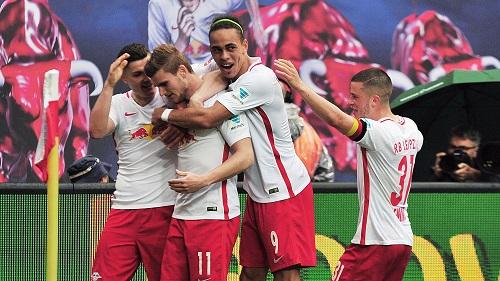 Sabitzer Poulsen und Demme bejubeln mit Torschütze Werner das 4 zu 2 | Dirk Hofmeister